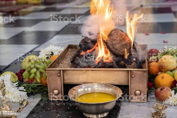 कुंडलिनी प्रेम, आदर, और समर्पण के भावों की भूखी है, जो योग या सामाजिक रिश्तों या दोनों से बढ़ाए जाने योग्यहैं